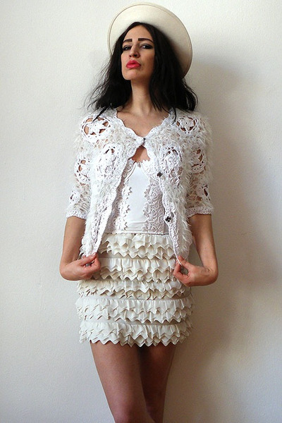 white crochet fur River Island cardigan - eggshell felt feather vintage hat
