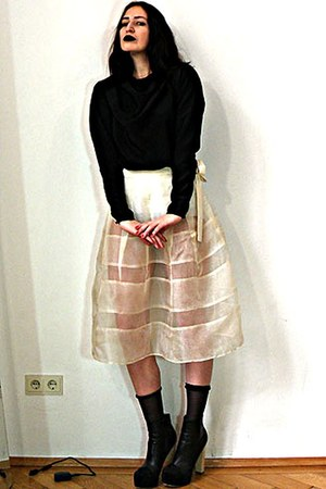 cream Hand Made skirt - black colour block Nelly shoes