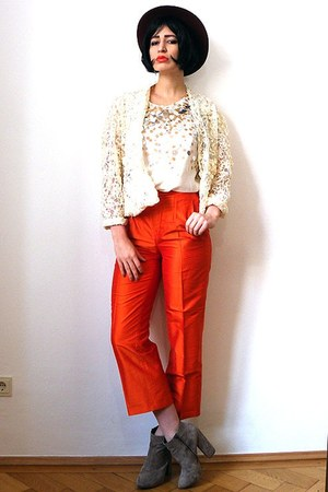 carrot orange vintage pants - camel suede asos boots - ruby red felt vintage hat