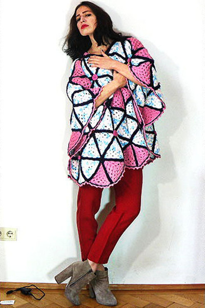 bubble gum vintage cape - red vintage pants - tan suede asos heels
