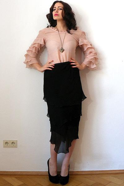 light pink organza vintage top - black suede no brand pumps