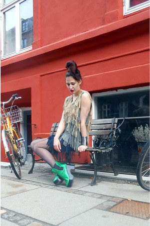 green patent leather vintage shoes - neutral leather fringe Hand Made dress