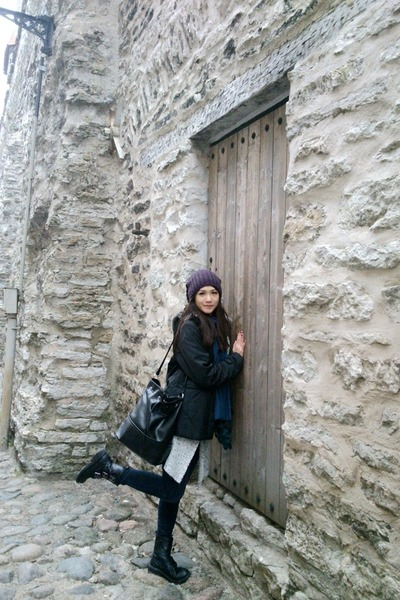 black Mango bag - navy Zara jeans - magenta H&M hat - teal Zara scarf