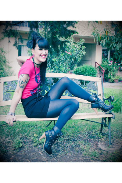 pink Patronato t-shirt - black Complot skirt - black Ebay boots - black Ah acces