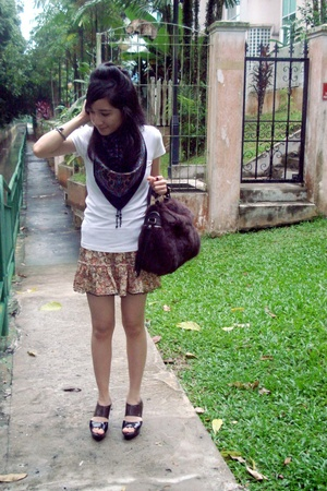 flea market scarf - t-shirt - blouse - Far East Plaza purse - Charles & Keith sh