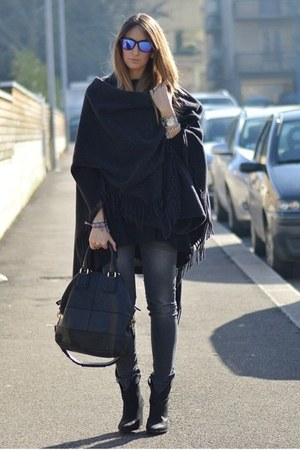 Zara boots - Fornarina jeans - Givenchy bag - Oakley sunglasses