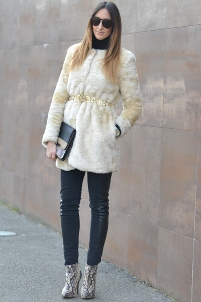 gold Zara belt - ivory Zara coat - black H&amp;M jeans - beige Stradivarius bag