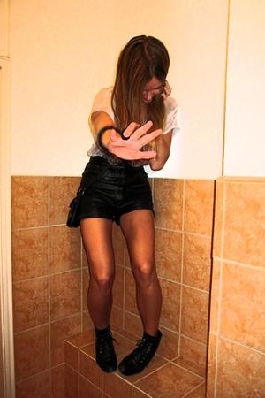 vintage shorts - Diesel t-shirt - Shoebiz boots