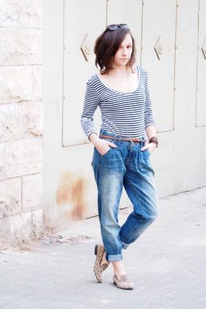 navy boyfriend Bershka jeans - blue castro top - dark khaki Steve Madden loafers
