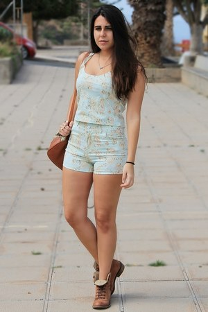 light blue chicnova shorts - bronze Madrid Store boots - brown Local store bag