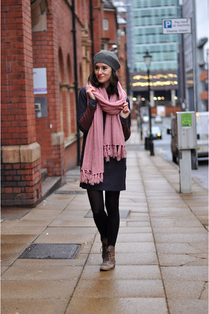 bubble gum chunky Fridays Project scarf - brown leather Zara boots
