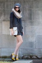 black Target hat - charcoal gray banana republic dress