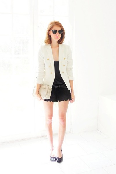 black scalloped H&amp;M shorts - white Zara blazer - off white Zara bag