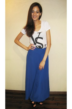 blue high waist Galstar pants - white t-shirt - black platforms Jiggy sandals