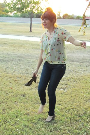 burnt orange shoes - navy jeans - yellow blouse