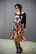 asymetrical H&M skirt - print Ann Christine t-shirt