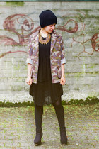 dark khaki camouflage New Yorker jacket - black little black Zara dress