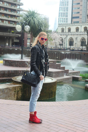 Diesel boots - Zara jeans - Alexander McQueen scarf - D&G sunglasses
