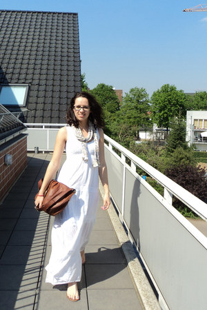 white maxi dress clockhouse dress - New Yorker scarf - H&M bag - Primark sandals