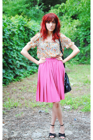 black studed Forever 21 bag - bubble gum thrifted vintage skirt - floral print Z