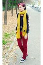 Mustard-scarf-la-redoute-scarf-second-hand-pants-black-second-hand-top