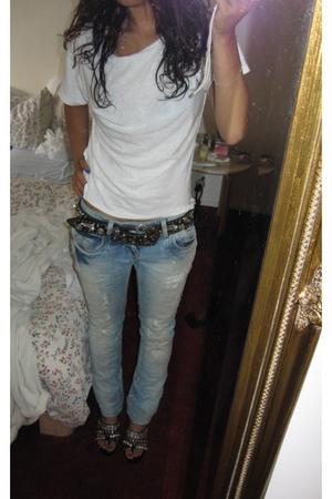 t-shirt -  belt - Zara jeans -  shoes