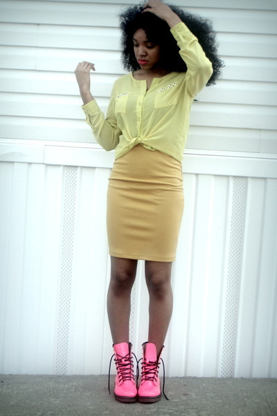 light yellow knit H&M blouse