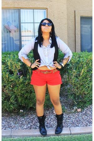 combat boots boots - red shorts - ray ban sunglasses - black vest