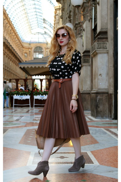 brown BCBG skirt - black asos blouse