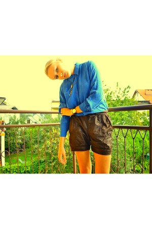 dark brown Zara shorts - blue SH blouse