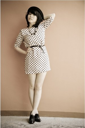 peach polka dots dress - black bowler hat - black belt - black zara heels