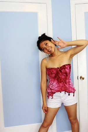 beige white shorts Forever 21 shorts - hot pink unknown brand top - silver fring
