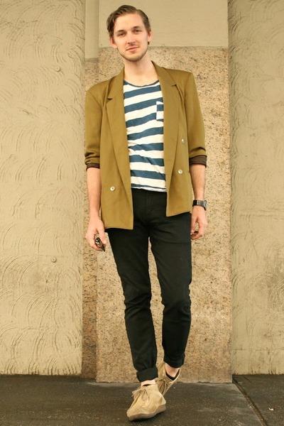 vintage blazer - wallabees Clarks boots - black Levis jeans