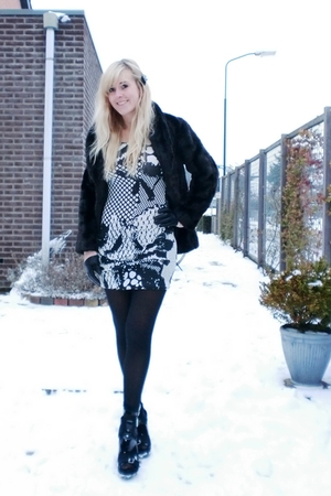 black H&amp;M coat - white H&amp;M dress - black H&amp;M tights - black H&amp;M Divided exclusiv