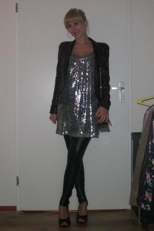 Zara dress - Oasis blazer - Bershka leggings - H&M shoes - Primark accessories