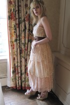 eggshell lace D&G dress - tawny equestrian linea pelle belt - gold chain