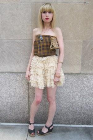 cream ruffled D&G skirt - mustard vintage scarf