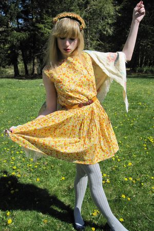 yellow vintage the villager dress - yellow vintage the villager belt - beige vin