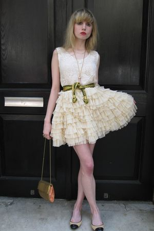 pink silk milly top - gold woven vintage belt - beige tulle D&amp;G skirt