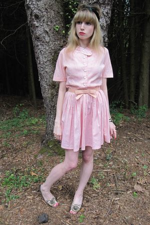 pink vintage maggi dress - black H&amp;M hat - gold vintage bracelet - brown bracele