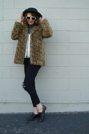 white Haute Juncture blouse - brown leopard print Flying Tomato coat