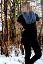 heather gray H&M scarf - black H&M t-shirt - black jeans - black Manfield shoes