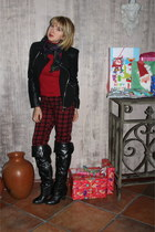 black Forever 21 jacket - black otk boots - red turtleneck Forever 21 sweater