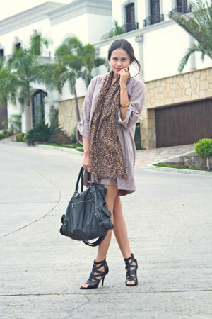 brown leopard Oysho scarf - tan shirt dress Pull and Bear dress