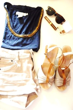 H&M top - H&M shorts - Avance sunglasses - Torfs sandals