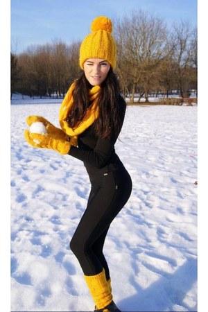 gold hat - gold scarf - gold socks - gold gloves - black pants - black top