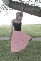 black ballerina flats - black top - light pink pleated skirt