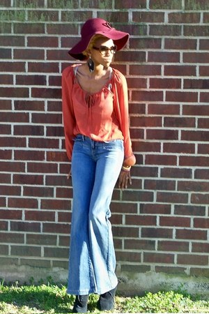 sky blue Juicy Couture jeans - maroon floppy Forever 21 hat