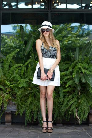 black clutch Joia purse - white Sis Sis skirt
