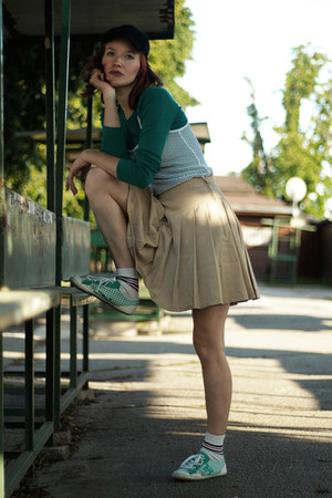 green DC sneakers - black second hand hat - tan diy Foxy Green skirt